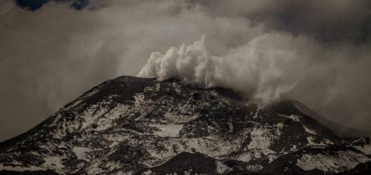 El Gobierno trabaja en un plan de prevención ante el pulso eruptivo del volcán Chillán