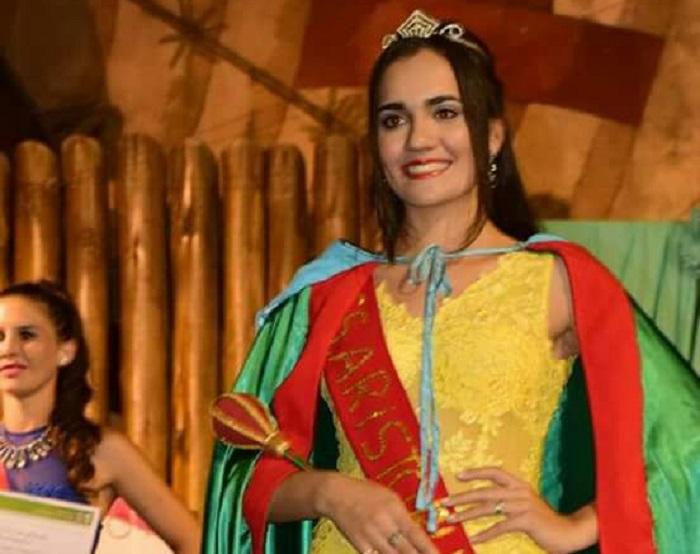 """""""Soy fruto del crisol de razas de Misiones"""" dijo la reina de la Madera que es nieta de un cacique Guaraní  y también tiene sangre  italiana"""