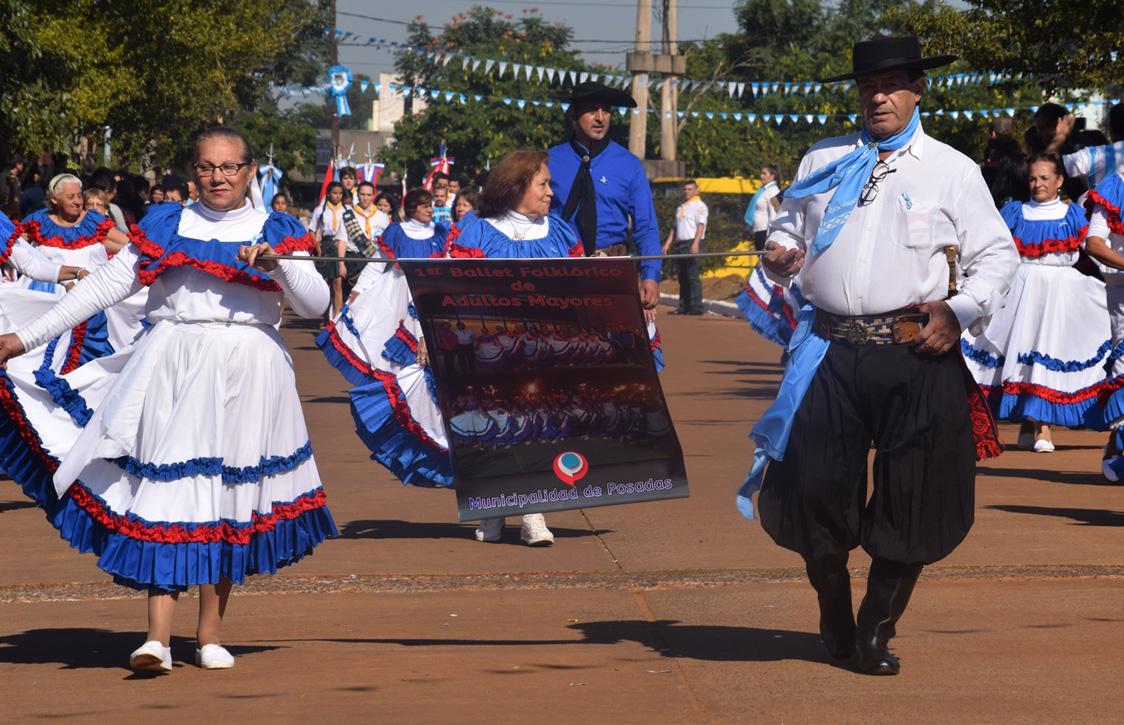 Losada encabezó el acto por el 208 Aniversario de la Revolución de Mayo en Posadas