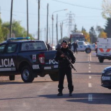 Quién es el hombre detenido por apuñalar a su pareja embarazada y matar a dos policías