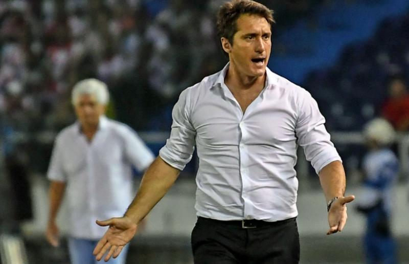 """Fuerte denuncia del técnico de Junior: «Boca presionó al árbitro en el entretiempo"""""""