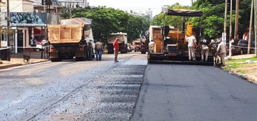 Vialidad Provincial continúa reasfaltando la avenida Tambor de Tacuarí en Posadas
