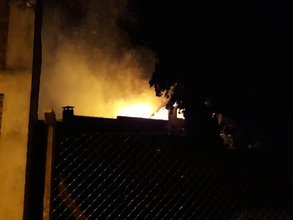 Aristóbulo del Valle: se quemó la casa de un médico y parte de la clínica de su propiedad