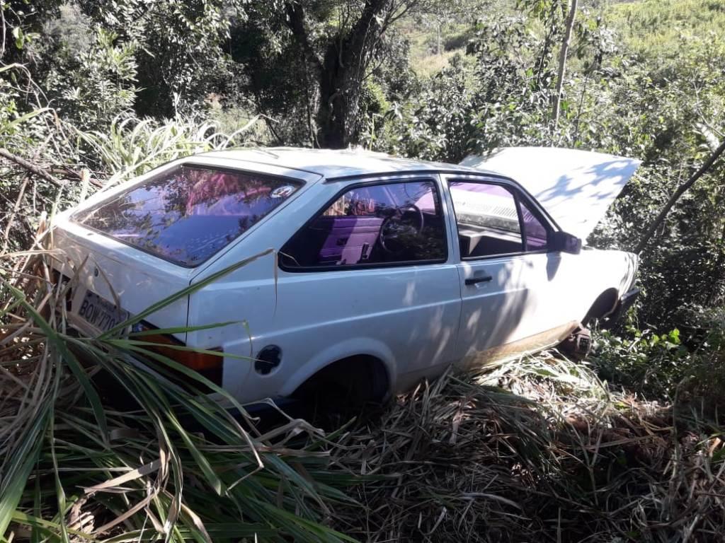 Auto robado en Brasil apareció semidesarmado y oculto en un malezal de Irigoyen