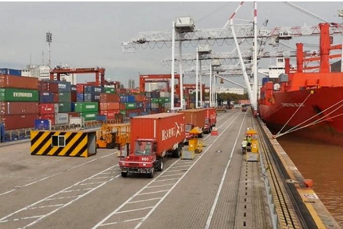 Argentina profundiza su déficit comercial ante el incremento de las importaciones, según la consultora Ecolatina