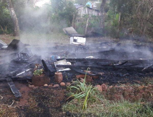 Familia humilde de Oberá perdió todas sus pertenencias en un incendio