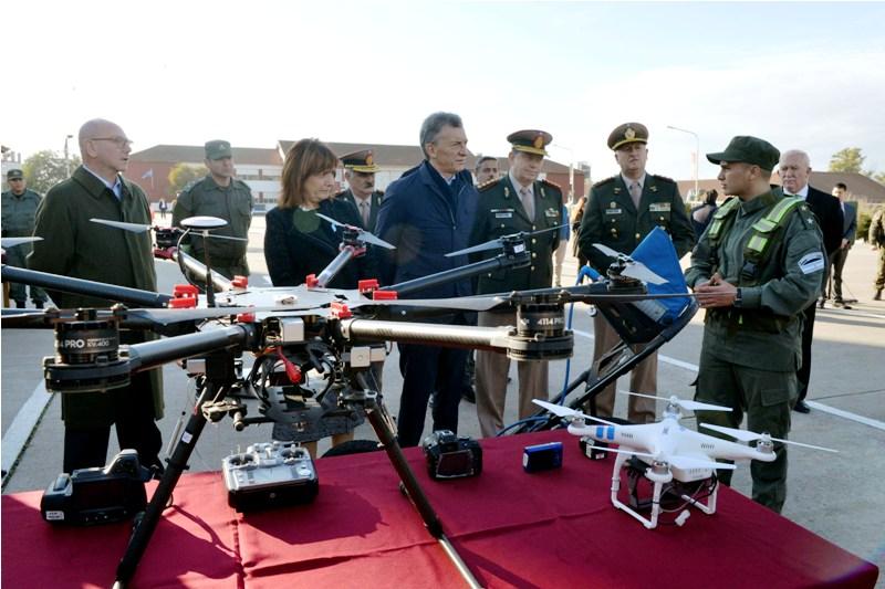 Macri visitó la Escuela de Gendarmería y se reunió con cadetes