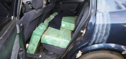 Narco escapó de un control de la GN en San Antonio y abandonó un auto con casi 100 kilos de marihuana