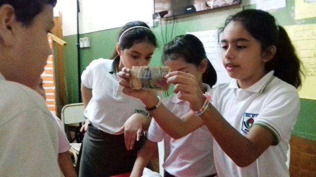Realizaron una exposición de la historia del Peso Argentino en la Escuela N° 3 Domingo Faustino Sarmiento de Posadas