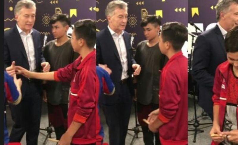 """La cargada del presidente Macri a un nene de River: """"te fuiste a la B"""""""