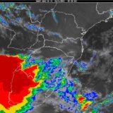 Ingresa con gran intensidad el frente de tormenta a Posadas y se traslada al centro de la provincia