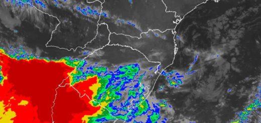 Tormenta, viento y granizo se registran ahora en Corrientes