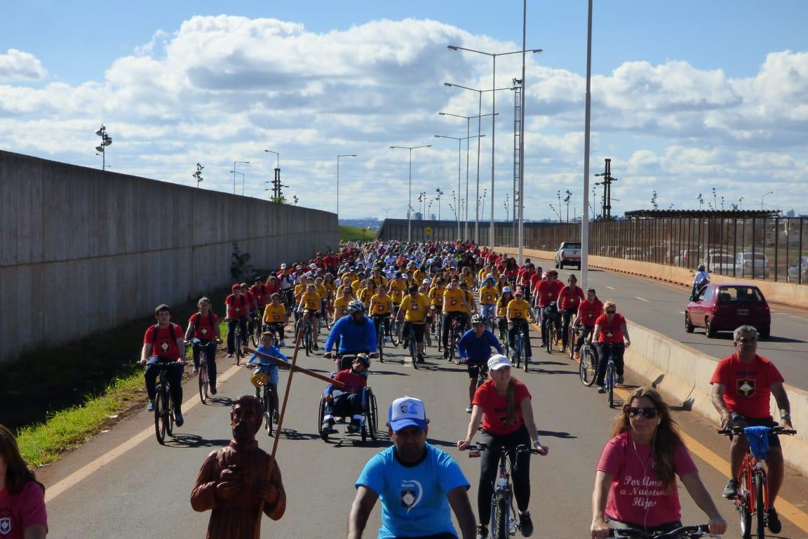 Bajo un sol radiante se realizó la tradicional bicicleteada solidaria del Colegio Roque González