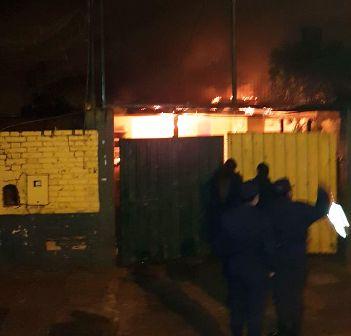Una vivienda familiar fue consumida por las llamas en Wanda