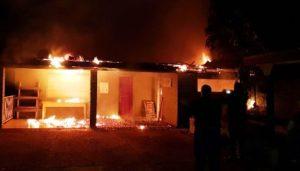 Un incendio consumió las instalaciones del Club Barrio Obrero de Puerto Esperanza