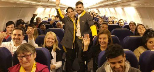 Mirá cómo fue el vuelo inaugural de Flybondi en Posadas