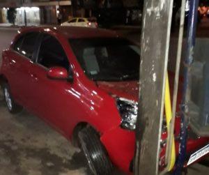 Alcohol al volante: Manejaba con 2,10 de alcohol en sangre y chocó a un vehículo que estaba estacionado en Posadas