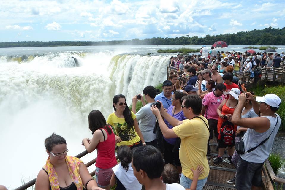 Para los comerciantes de Iguazú la diferencia cambiaria beneficiará si se logra controlar la inflación