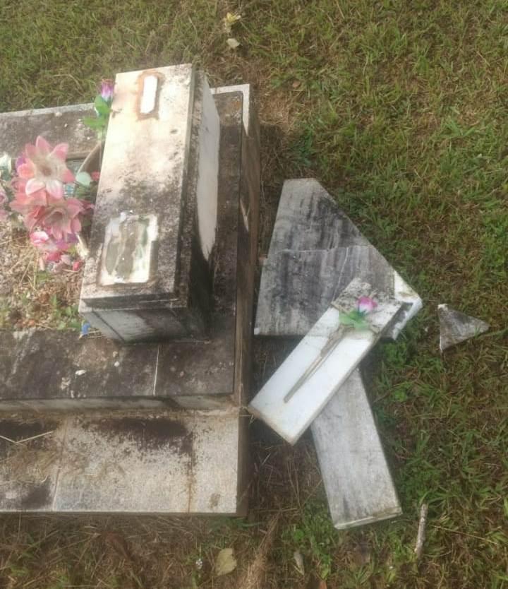 Fumaron marihuana y bebieron en el cementerio de Roca, luego empezaron a destruir panteones