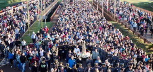 """Miles de personas marcharon """"por la vida"""" en la procesión a la Virgen de Fátima"""