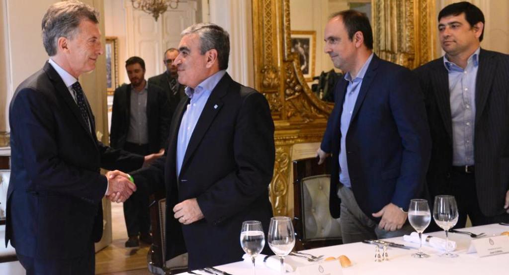 Losada participó de una reunión con Macri e intendentes, donde el Presidente pidió «reacomodar» tasas municipales