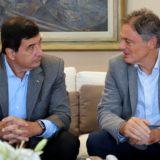 Aseguran que la suba del dólar frenó compra de argentinos en países vecinos