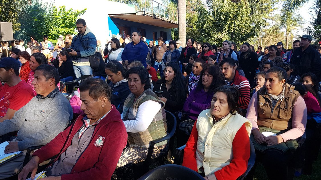 El vicegobernador Oscar Herrera Ahuad entregó 60 títulos de propiedad en Jardín América