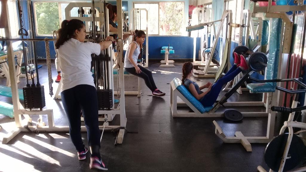 Ir al gimnasio y hacer ejercicios modernos, una combinación que se mantiene en Posadas