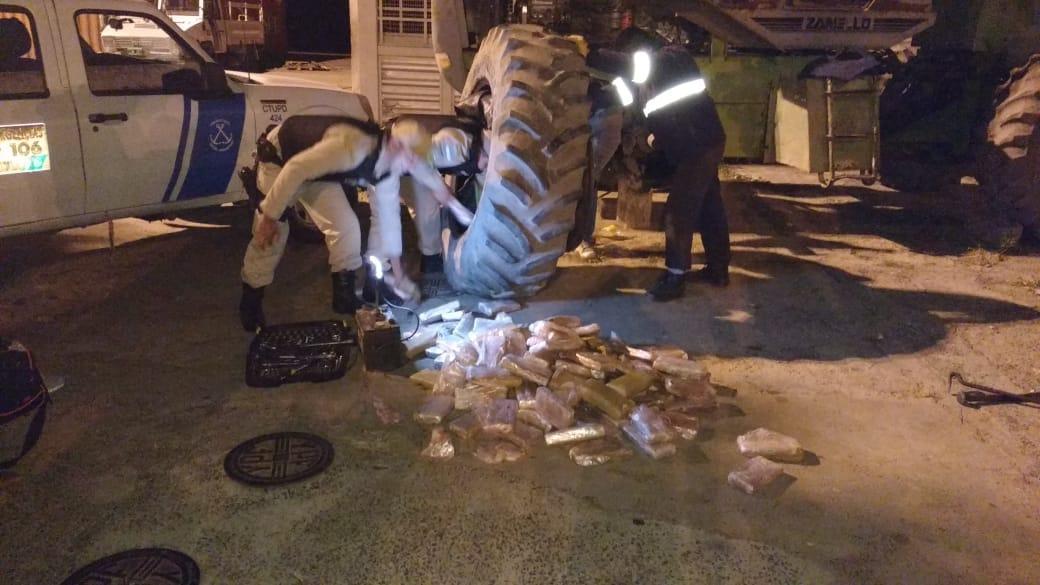 Corrientes: Prefectura incautó casi 800 kilos de marihuana en las ruedas de un tractor