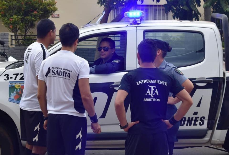 VIDEO: violento ataque de la barra de Guaraní a hinchas de Huracán obligó a suspender el partido en Villa Sarita