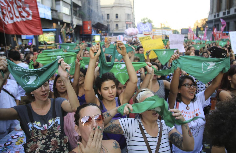Despenalización del aborto: semana clave entre presiones y paridad de votos