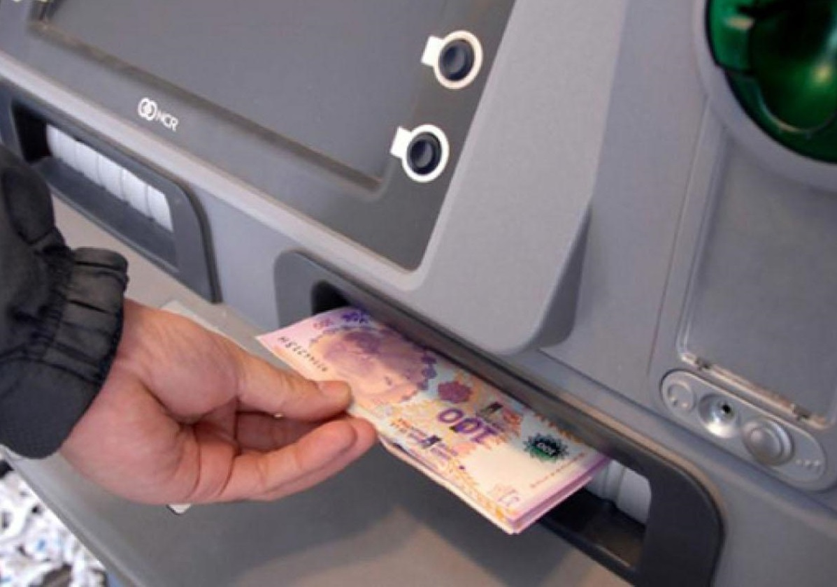 Losada celebró el pago del medio aguinaldo a los municipales «en tiempos muy complicados para los hogares y familias»