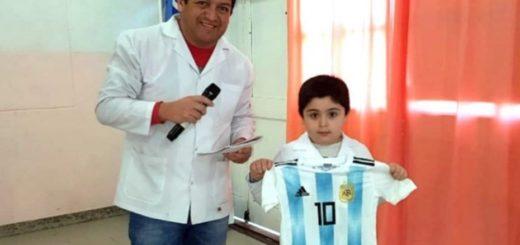 #Mundial2018: tiene 6 años, ganó una camiseta de Messi y la donó a otro nene