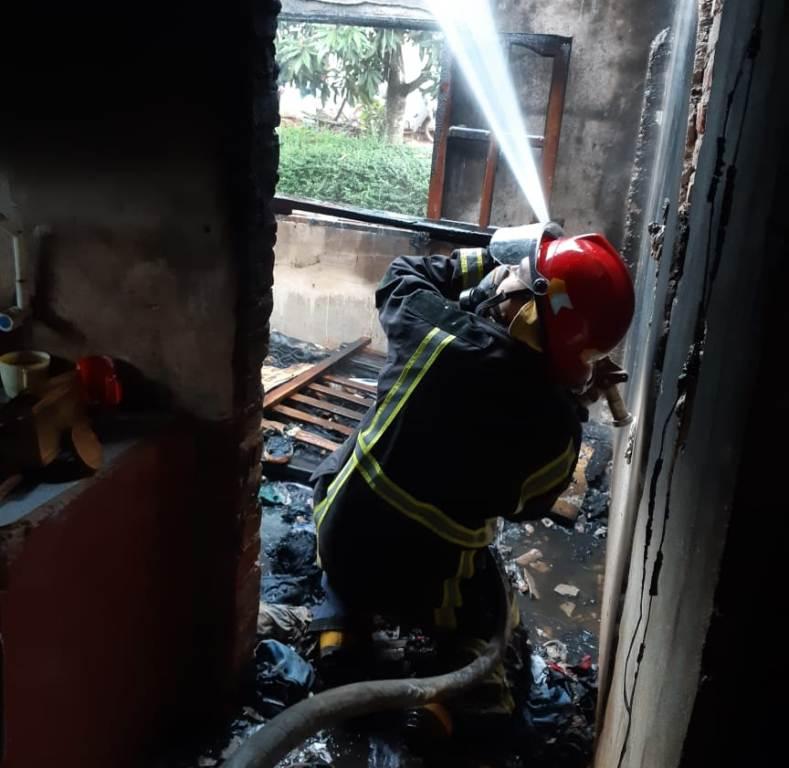 La explosión del cargador de un celular desató un incendio que destruyó una vivienda de Bonpland