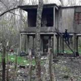 La casa de los cinco hermanos abandonados en la reserva de Punta Lara, entre cables en cortocircuito y víboras