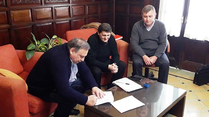 Se firmó un nuevo convenio del Programa Provincial de equipamiento vial para municipios
