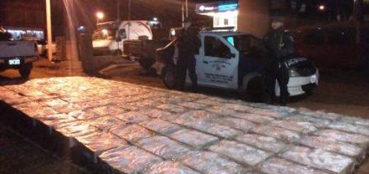 Secuestraron 120 cajas de pollos sin aval aduanero, hay dos camionetas incautadas y cuatro detenidos