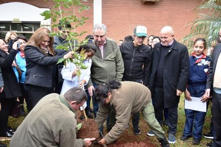Alumnos de séptimo grado de Misiones y de Ushuaia prometieron simultáneamente defender el medio ambiente