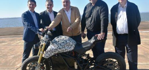 Passalacqua presenció pruebas del prototipo de moto eléctrica que se fabricará por primera vez en Misiones