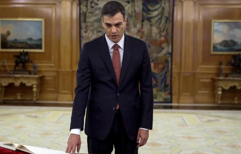 El socialista Pedro Sánchez asumió como nuevo presidente de gobierno español