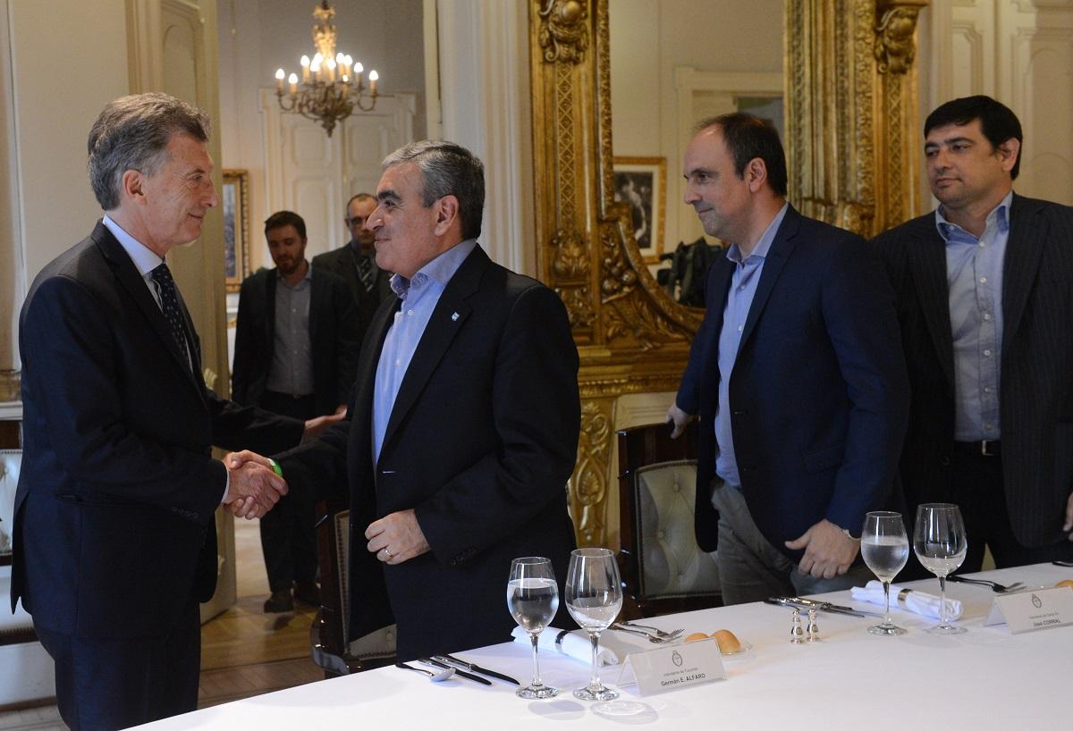 Losada, sobre su reunión con Macri: «El presidente planteó que los intendentes reduzcamos gastos, pero nosotros ya bajamos 18 áreas y yo me reduje el salario»