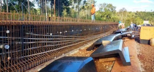 """Nuevo puente sobre el arroyo canal """"El Torto"""": construyen 20 vigas de hormigón"""