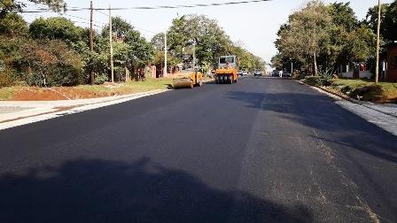 Vialidad provincial asfalta avenidas de Posadas