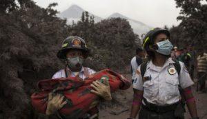 Sube a 38 el número de muertos por la erupción del Volcán de Fuego, la peor registrada en 44 años en Guatemala