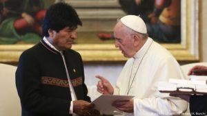 El Papa Francisco recibe a Evo Morales en el Vaticano y le anima a trabajar por la paz en el mundo