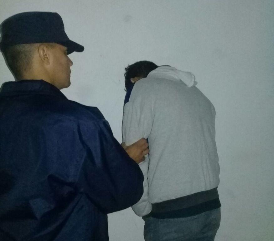 Atraparon a prófugo de la Justicia tras espectacular persecución en Pozo Azul