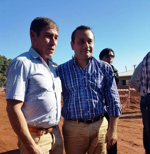 """""""No vamos a parar de crecer ni un día en Pozo Azul"""", afirmó el Vicegobernador al entregar títulos de propiedad en la localidad"""