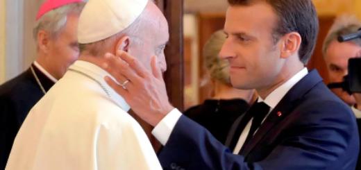 El Papa Francisco recibió durante casi una hora a Emmanuel Macron