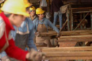 Nuevo acuerdo de aumento salarial para el trabajador maderero regirá en dos etapas, iniciando en junio con un 9%