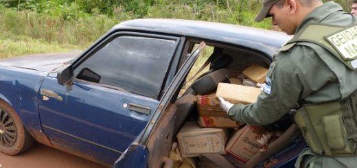 Narcos abandonaron un auto repleto de marihuana en la ruta 14